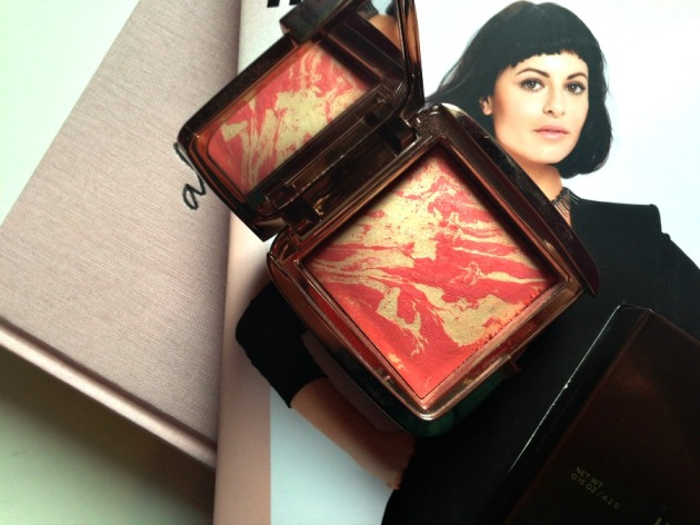 Hourglass Ambient Lighting Blusher Diffused Heat