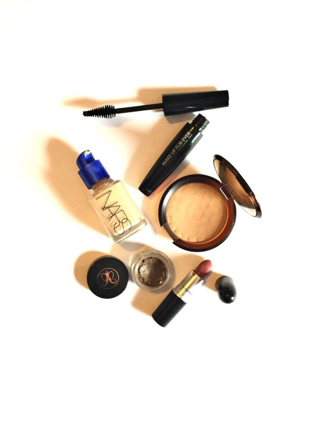 5-beauty-product-face-makeup-nars-sheer-glow-foundation-bronzer-dipbrow-pomade-mac-mehr-lipstick-make-up-for-ever