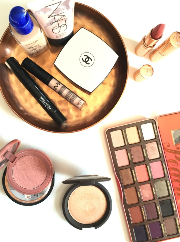 Spring-glowy-fresh-dewy-beauty-makeup-look-peach-palette-too-faced-highlighter-glow